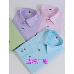 新颖的蓝海衬衫