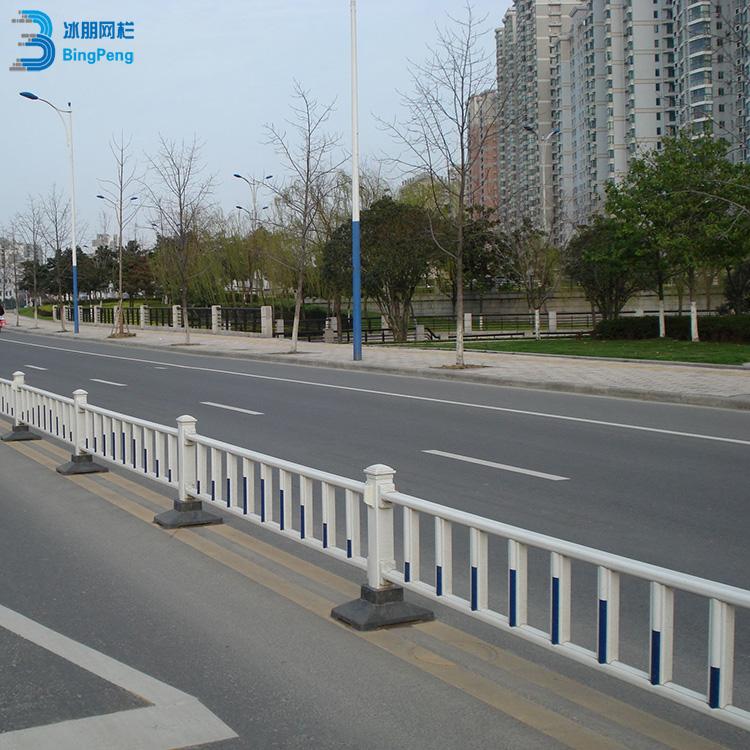 市政道路锌钢护栏优质供应 公路隔离锌钢护栏