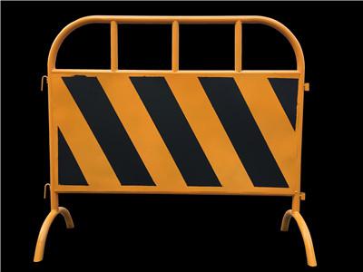 粤盾交通市政护栏铁制弯角铁马安全围栏黄黑铁马隔离栏