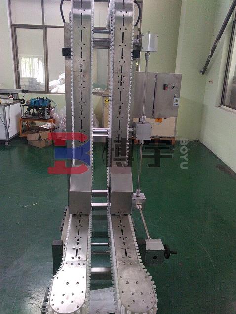 河南博宇夹瓶输送机-输送机生产厂家