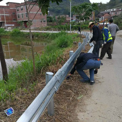 广西波形护栏厂家护栏板生产销售防撞护栏安装公路护栏