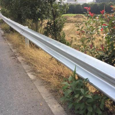 广西百色波形护栏安装公路防撞护栏厂家波形梁护栏板
