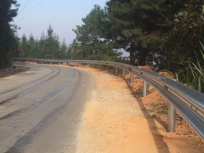 波形护栏多少钱一米广西护栏板厂家生产销售安装