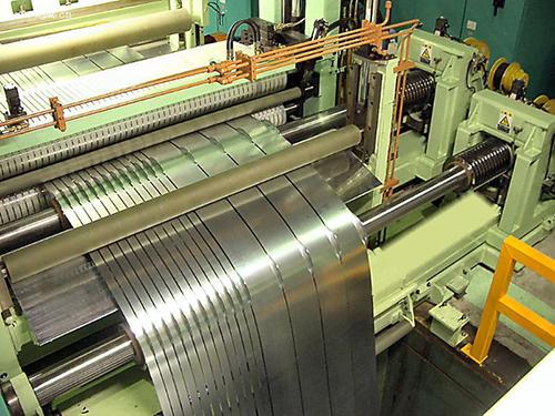 铝板纵剪机提高稳定性保证了剪切精度